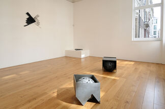 Alison Wilding: Tracking, installation view
