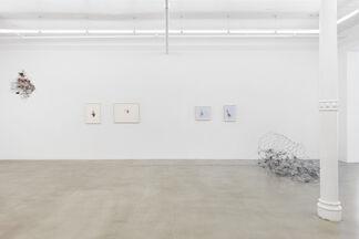 Sculpture: Works by Nahum Tevet, Richard Long, Alan Saret, installation view