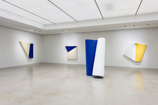 """Beyond """"Beyond Color and Space"""", installation view"""