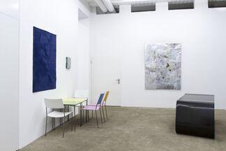 grau und farbig, installation view