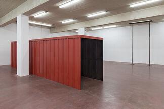 Miroslaw Balka: RMMBRNC, installation view