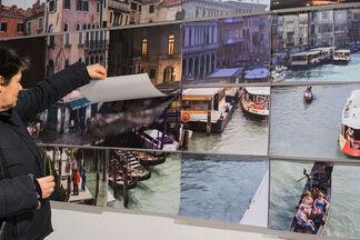 RIVUS ALTUS - 10.000 visual fragments from the Rialto bridge in Venice, installation view