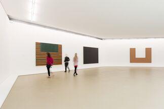 Frank Stella: Paintings & Drawings, installation view