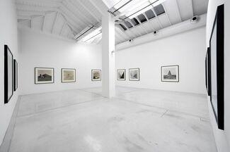 "Lynn Davis - ""Modern Views of Ancient Treasures, Dans le Monde Arabe, In the footsteps of Ibn Battuta"", installation view"