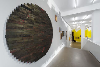 Jörg Herold: Des Dokumentararchäologen Blick über Brandwunden Arkadiens - (The Documentary Archaeologist's Gaze at Arcadia's Burn Wounds), installation view