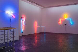 Keith Sonnier »Portal Drone«, installation view