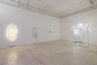 Brigitte Kowanz, von neuem anders, anders als es vorher war, installation view