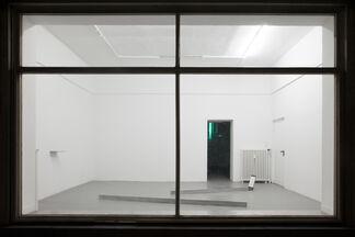 PREOPENING (HIER/und/DA), installation view