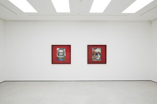 Larry Bell: Light and Red, installation view