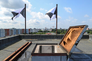 Emptying flags, installation view