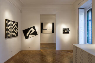 The silence. Manuel Calvo's black and white painting (1958-1964), installation view