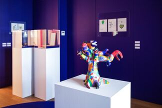 Land of The Free: Rare Jewellery and Related Drawings By Niki De Saint Phalle, installation view