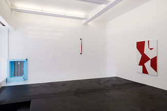 «Negotiating Geometry» | Reto Boller, Mary Heilmann, Cindy Hinant, Haroon Mirza, Keith Sonnier, installation view