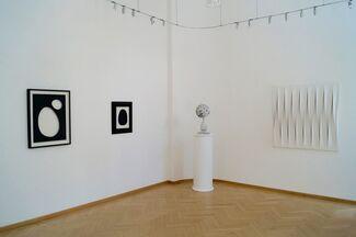 BLACK & WHITE - Multifarious, installation view