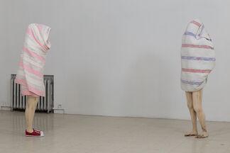 Jean-Robert Drouillard: Des silhouettes emballées, installation view