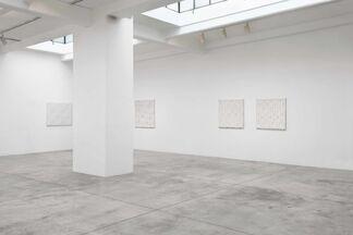 Enrico Castellani - Alla radice del non illusorio, installation view