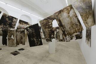 Christian Eisenberger - DIE BERGE SCHMIEDEN  SOLANGE SIE EISEN ESSEN, installation view