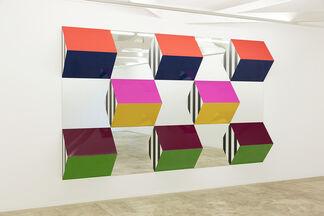 Prismas, Cores e Espelhos: Alto Relevo -> Trabalhos Situados / Prisms, Colors and Mirrors: High Refliefs -> Situated Works, installation view
