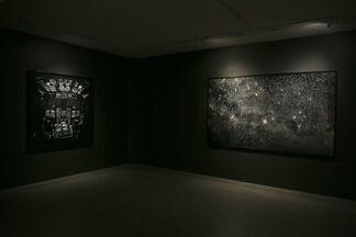 Dia Escuro, Noite Clara, installation view