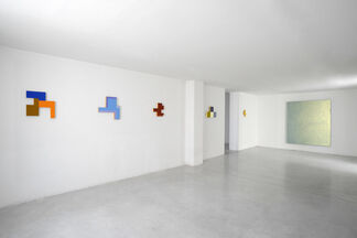 """David Simpson – """"Wall toys for adults"""", installation view"""