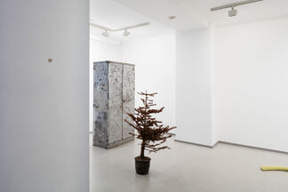 A Group Show featuring Sam Austen, Marte Eknæs and Andrew Mealor, installation view