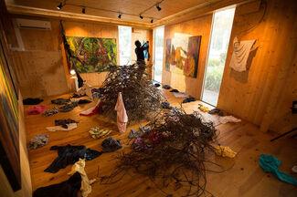 Único Sentido (One Way), installation view