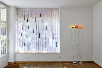 von der Wand: Solo fantastisch, installation view