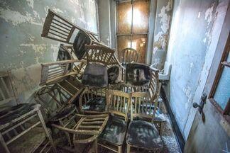 JR: UNFRAMED Ellis Island, installation view