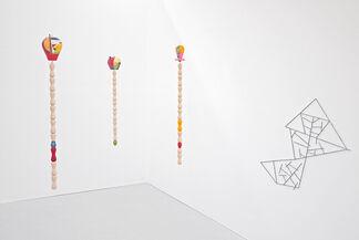 Muscheln und Schirme / Seashells and Umbrellas. Jean Arp; Sophie Taeuber-Arp; Jan Tschichold. Meudonval-Fleury: (Selbstverl.), 1939 A project by Edgar Orlaineta., installation view