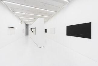 Mira Schendel: Sarrafos e Pretos e Brancos, installation view