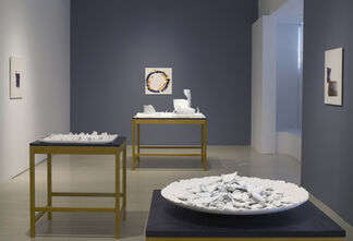 Lee Ufan: Ceramics, installation view