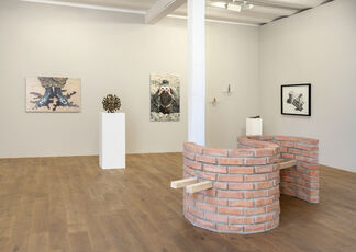 """Spezifikation #33: Adonis Flores """"Right Hand"""", installation view"""