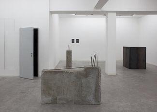 Andreas Golinski / Excavation Dust, installation view