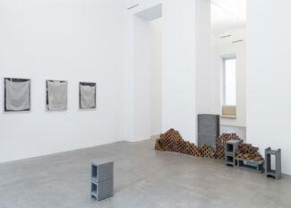 Raum mit Licht at Art Brussels 2017, installation view