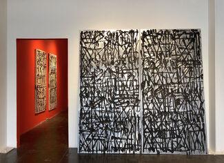 Retna : Mano A Mano, installation view