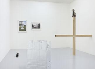 memento – curated by Maria de Corral with: JACOBO CASTELLANO,  LUIGI GHIRRI, JÜRGEN DRESCHER and ZOE LEONARD, installation view