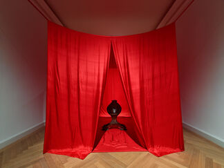 JAMES LEE BYARS. The Palace of Perfect, installation view