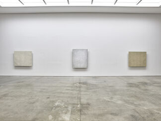 Park Seo-Bo Ecriture (描法) 1967-1981: Curated by Katharine Kostyál, installation view