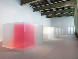 Larry Bell. Venice Fog: Recent Investigations, installation view