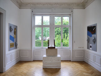 THE THATCH OF THE ROOF AND/OR HOW TO DIVIDE A ROOM IN TWO, installation view