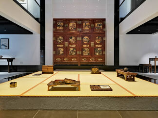 Chrysanthemum and Dragon: The Art of Ornamentation in Japan and China in the 17th – 19th Century, installation view