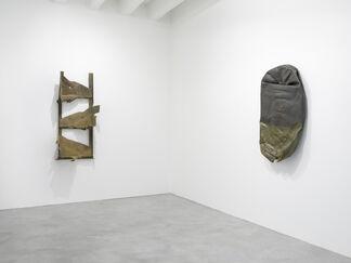 """Meuser  """"Kann ich mich hier auch selbst einweisen?"""" (""""Can I Admit Myself To This Place?""""), installation view"""