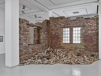 Ruinen der Gegenwart - Contemporary Ruins, installation view