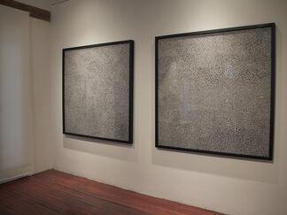 'Estática de gato que observa' by Ariel Orozco, installation view