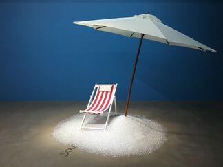 Sous les pavés, la plage !, installation view