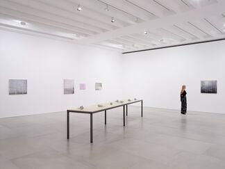 Der Kuss, installation view