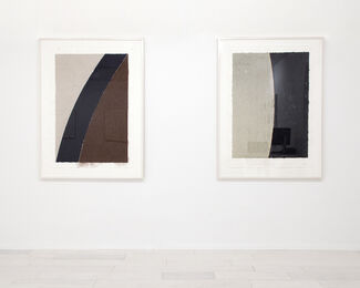 Ellsworth Kelly Prints: Colored Paper Pieces, Lithographs and Screenprints, installation view