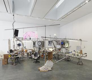 Jason Rhoades: PeaRoeFoam, installation view