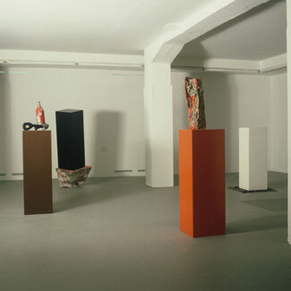 Neue Skulpturen, Kollaborationen Herbert Brandl, Heimo Zobernig, installation view