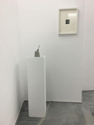 Pasa entre ellos, installation view